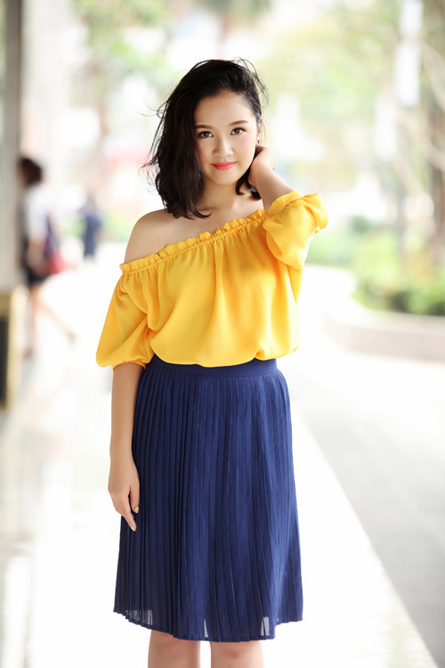 Hoa khôi Hà thành hờ hững vai trần trên phố Hà Nội - 3