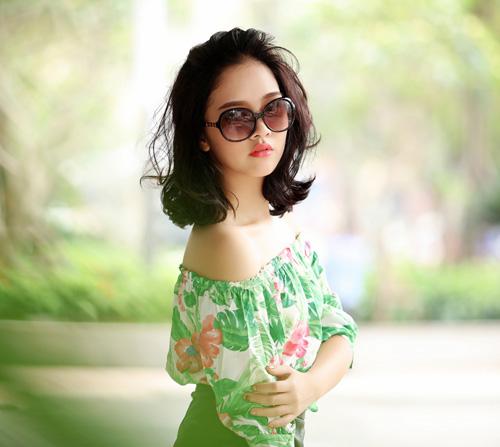 Hoa khôi Hà thành hờ hững vai trần trên phố Hà Nội - 4