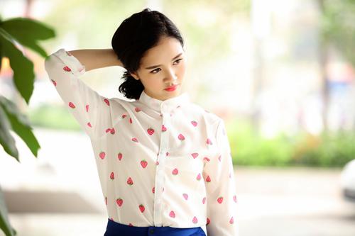 Hoa khôi Hà thành hờ hững vai trần trên phố Hà Nội - 12