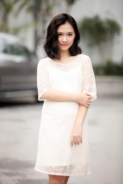 Hoa khôi Hà thành hờ hững vai trần trên phố Hà Nội - 14