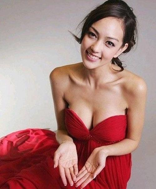 Thiên thần nội y Hong Kong tăng cỡ ngực nhờ cho con bú - 2