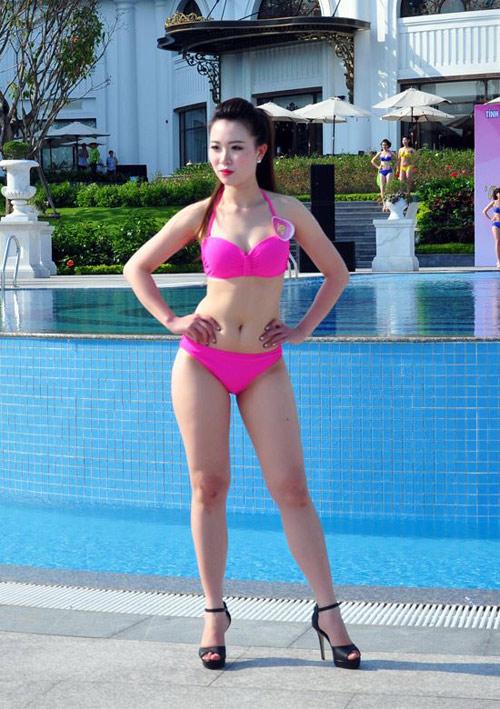 Dàn Người đẹp Hạ Long bị chê lộ mỡ bụng khi mặc bikini - 7
