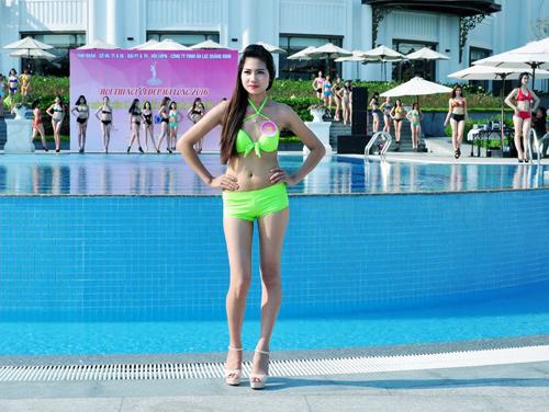 Dàn Người đẹp Hạ Long bị chê lộ mỡ bụng khi mặc bikini - 12