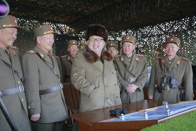 Triều Tiên xây nhà giống hệt Phủ tổng thống HQ để bắn phá - 1