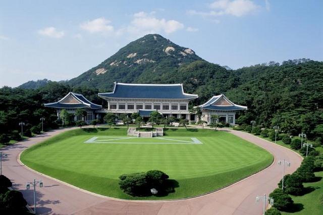 Triều Tiên xây nhà giống hệt Phủ tổng thống HQ để bắn phá - 2