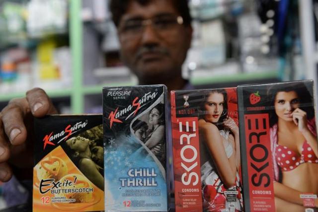 Ấn Độ tranh cãi hình ảnh nhạy cảm in trên bao cao su - 1