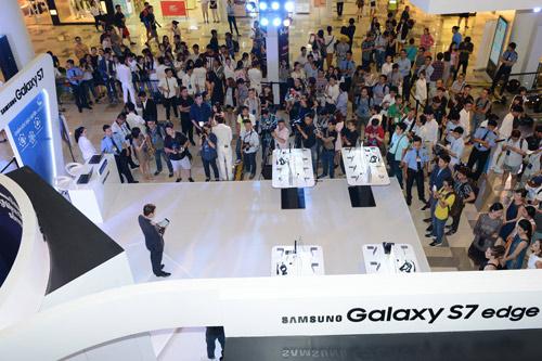 Thưởng ngoạn thời trang, khám phá công nghệ tại Galaxy Studio - 1