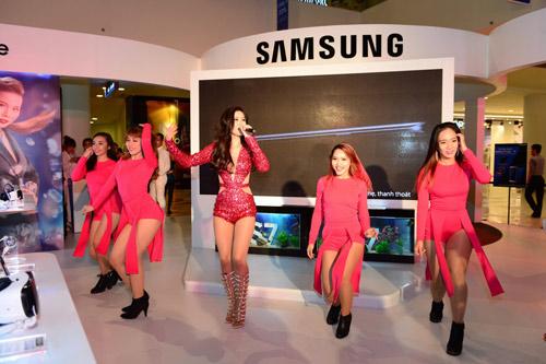 Thưởng ngoạn thời trang, khám phá công nghệ tại Galaxy Studio - 9