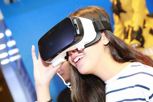 Thưởng ngoạn thời trang, khám phá công nghệ tại Galaxy Studio - 3