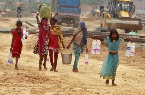 Ảnh: Người dân chống chọi với hạn hán kỷ lục ở Ấn Độ - 5