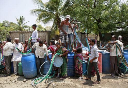 Ảnh: Người dân chống chọi với hạn hán kỷ lục ở Ấn Độ - 7
