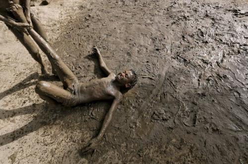 Ảnh: Người dân chống chọi với hạn hán kỷ lục ở Ấn Độ - 10