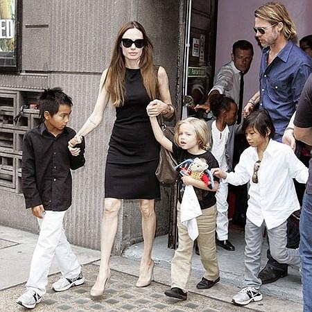 Loạt ảnh Angelina Jolie gầy trơ xương vì bệnh biếng ăn - 5