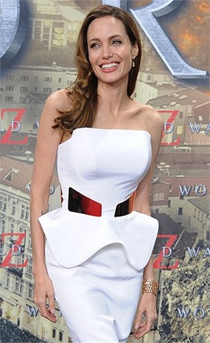 Loạt ảnh Angelina Jolie gầy trơ xương vì bệnh biếng ăn - 6