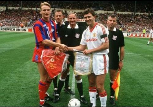 MU vớt vát ở FA Cup: Van Gaal giống Sir Alex đến lạ - 2