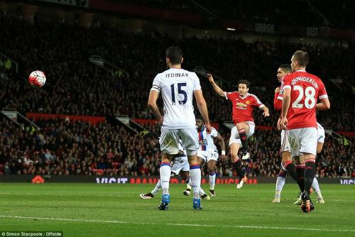 MU vớt vát ở FA Cup: Van Gaal giống Sir Alex đến lạ - 5