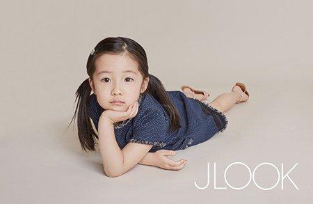 """Fan """"phát sốt"""" với loạt ảnh của 3 mẹ con Lee Young Ae - 4"""
