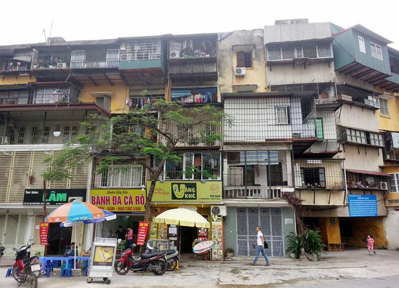 HN: Đã có nhà tạm cư để di dời dân ở khu tập thể sắp sập - 1
