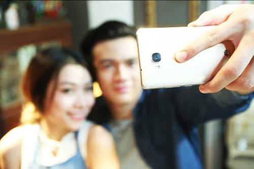 Top smartphone tầm trung có cảm biến vân tay nhạy - 2