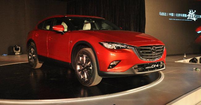 Mazda CX-4 2017 dựa trên bản concept Koeru đã lộ diện tại Triển lãm Frankfurt vào năm ngoái. Giới thạo xe cho rằng, CX-4 sẽ hưa hẹn đem lại sự đột phá cho các mẫu Mazda hiện có và đem lại nhiều ấn tượng bất ngờ.