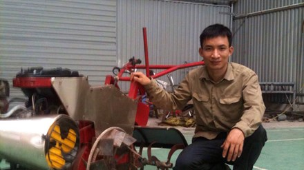 Chàng trai trẻ chế tạo máy nông nghiệp đa năng - 1