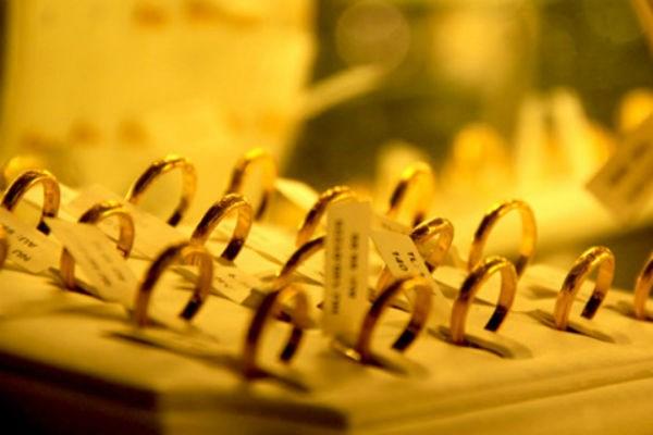 Giá vàng hôm nay 29/4 bất ngờ tăng mạnh, USD giảm - 1