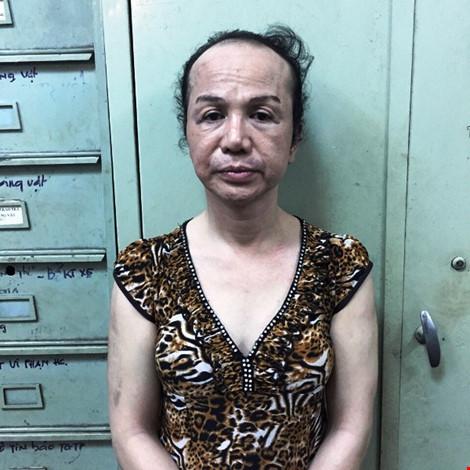 Giả gái ve vuốt, móc túi đàn ông ở trung tâm Sài Gòn - 1