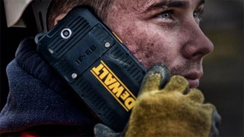 """Điện thoại siêu bền cho dân """"công trường"""" - 1"""