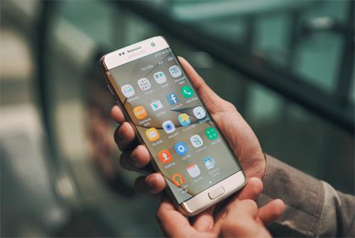 Giải mã hành trình vươn lên ngôi đầu thiết kế smartphone của Samsung - 1