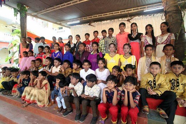 Ấn Độ: Trường học nhiều cặp sinh đôi nhất thế giới - 1