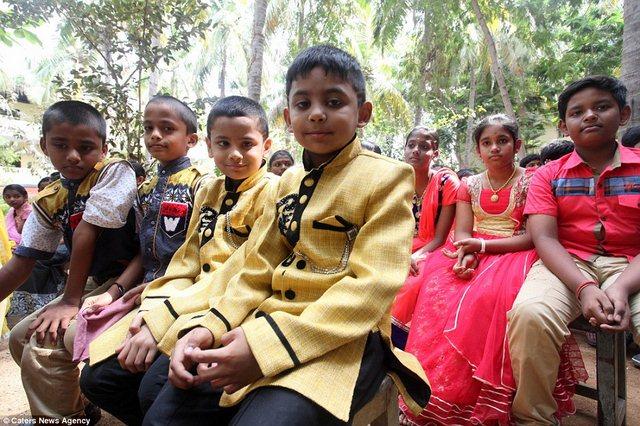 Ấn Độ: Trường học nhiều cặp sinh đôi nhất thế giới - 3