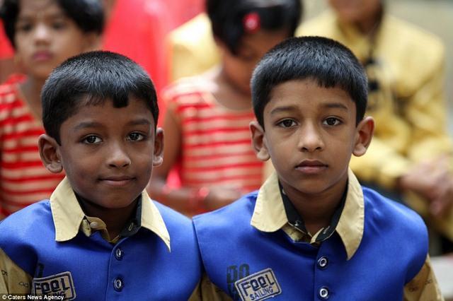 Ấn Độ: Trường học nhiều cặp sinh đôi nhất thế giới - 4