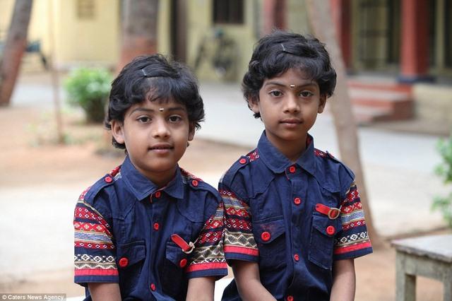 Ấn Độ: Trường học nhiều cặp sinh đôi nhất thế giới - 5