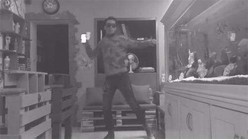 Cười nghiêng ngả với trào lưu cover vũ điệu Anh Hùng Lắc - 5