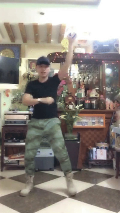 Cười nghiêng ngả với trào lưu cover vũ điệu Anh Hùng Lắc - 2