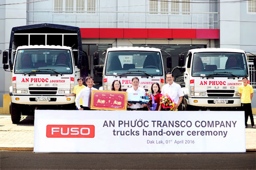 FUSO Việt Nam bàn giao lô xe tải đầu tiên cho Công ty An Phước - 1