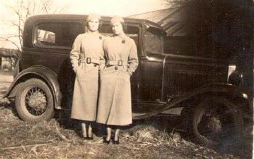 Cặp song sinh suốt 100 năm không rời xa nửa bước - 3
