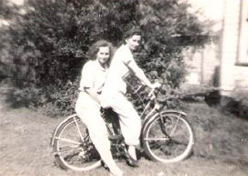Cặp song sinh suốt 100 năm không rời xa nửa bước - 4