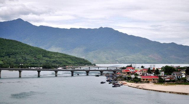 Sau cá chết, biển Thừa Thiên Huế đạt ngưỡng an toàn - 1
