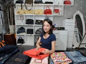 Bạn trẻ - Cuộc sống - Cô gái Trung Quốc kiếm 35 triệu/tháng nhờ xếp quần áo
