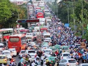 Người dân ùn ùn về quê, đường phố Sài Gòn kẹt cứng