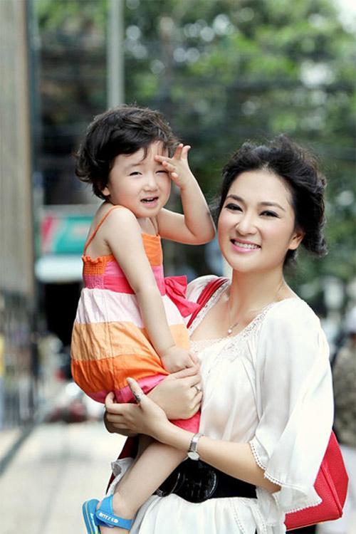 Số phận lặng lẽ của những Hoa hậu Việt làm mẹ đơn thân - 3