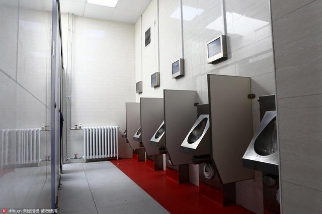 Bắc Kinh lắp đặt loạt toilet công cộng sang trọng có wifi - 5