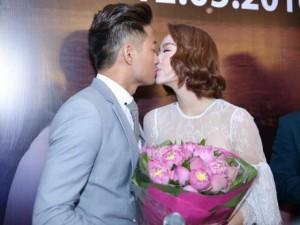 """Những cặp sao Việt """"không yêu vẫn hôn"""""""