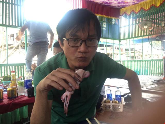 Bộ trưởng Trương Minh Tuấn ăn mực tươi ở Vũng Áng - 4