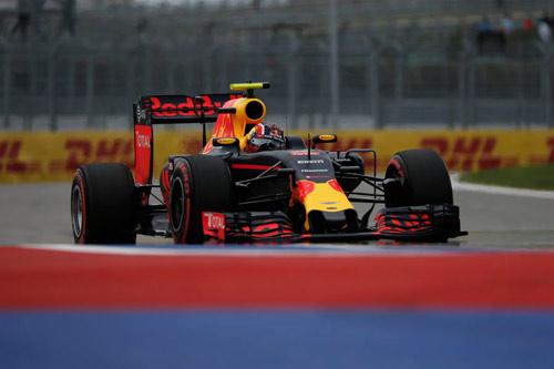 Rosberg đoạt pole, vận xui chưa thôi đeo bám Hamilton - 2
