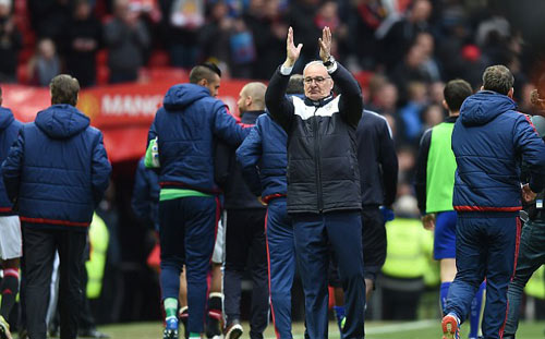 HLV Ranieri bất ngờ tạm rời Leicester về Italia - 1