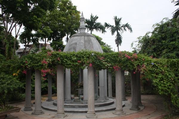 Cận cảnh khu lăng mộ của đại gia đất Cảng - 7