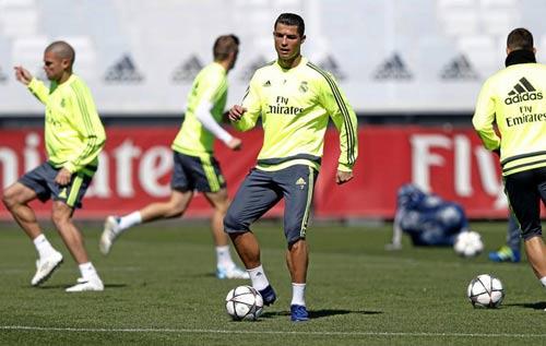 Ronaldo đã hết đau, Benzema dễ nghỉ trận gặp Man City - 1