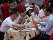 Hơn 1.000 cán bộ Đà Nẵng ăn hải sản vào bữa trưa